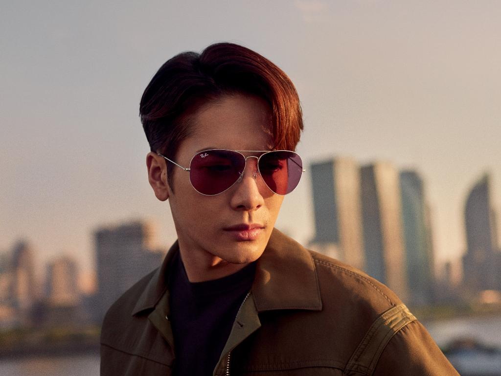 雷朋携手王嘉尔发布全新合作系列,热力诠释傲有所属品牌精神